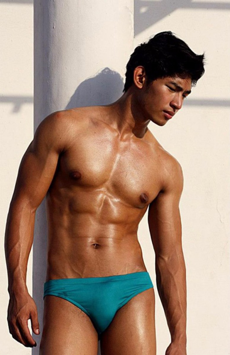 asian-men-six-pack11
