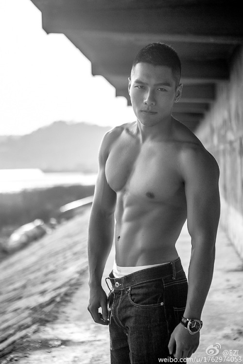 asian-men-six-pack14