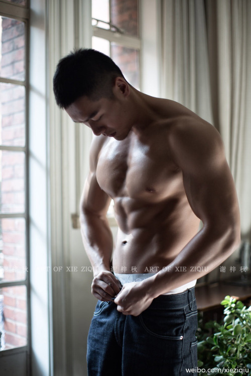 asian-men-six-pack16