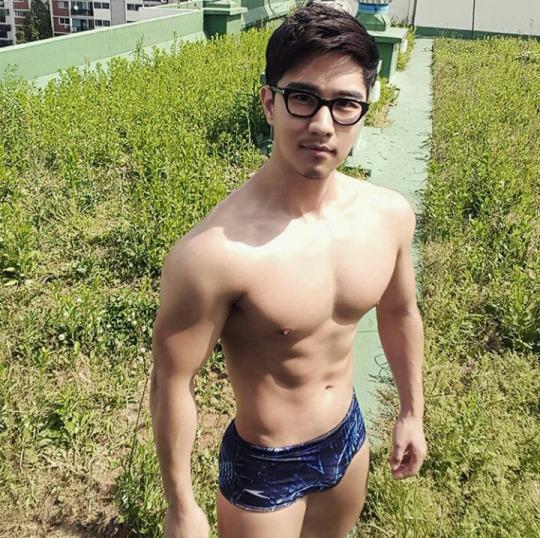 sexy-men-six-pack91
