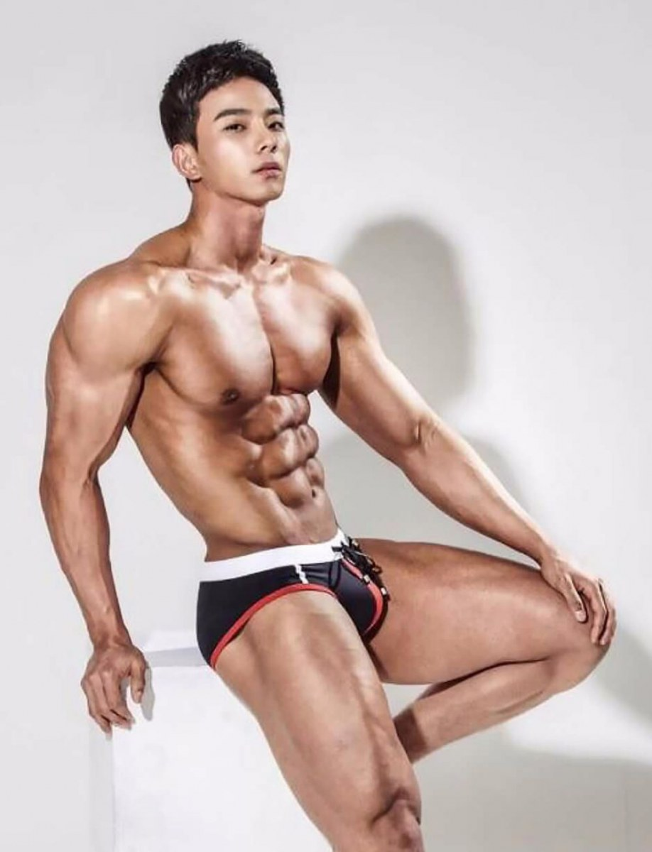 sexy men on earth with awesome six pack2