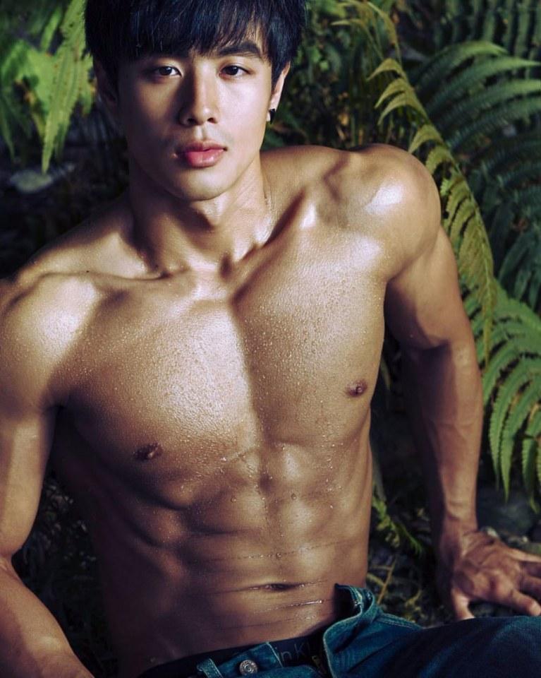 sexy-asian-men-six-pack1