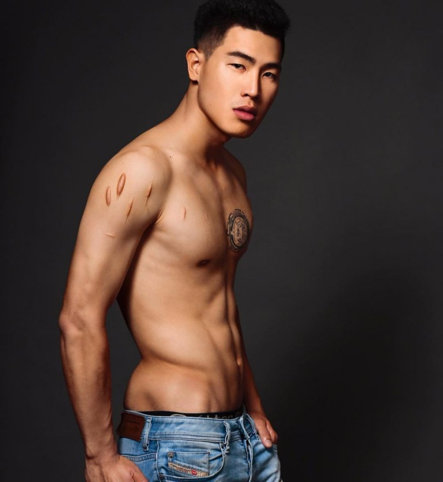 sexy-asian-men-six-pack4