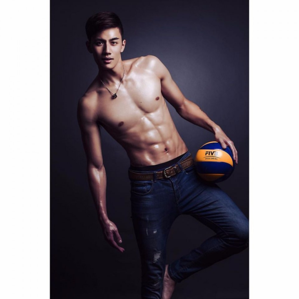 sexy-asian-men-six-pack7