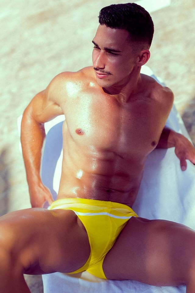 sexy-men-with-hot-six-pack11