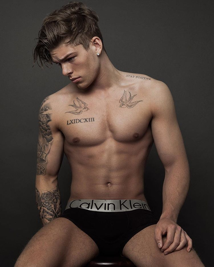sexy-men-with-hot-six-pack3